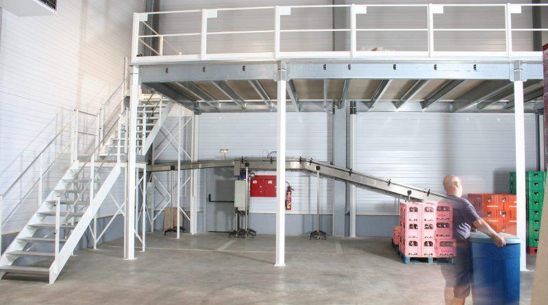Mezzanine industrielle blanche